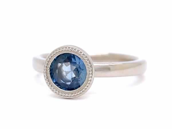 Custom Engagment Ring_Sapphire_Eyes_POPPYOR._side